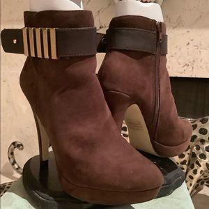 Two Lips Brown Heels